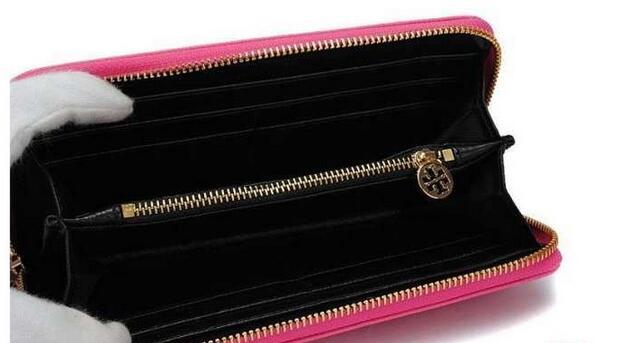 洗練された雰囲気TORY burch トリーバーチ 機能面でも優れる 二つ折り小銭入れ 長財布.