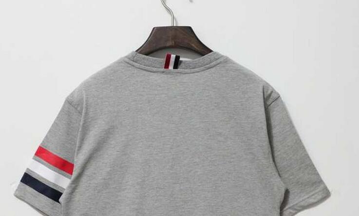 爽やかな雰囲気のあるTHOM browne トムブラウン偽物 カジュアル上手になれる半袖 tシャツ クールビズ.