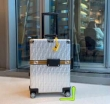 世界で誰もが憧れるブランド 話題沸騰中の2019夏季新作 FENDI フェンディ  2色可選 トランク