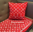 SUPREME 枕を抱く 2019秋冬最重要アイテム シュプリーム 例年のようにすぐに品薄になる秋冬新作